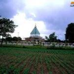 بنای امامزاده از دور